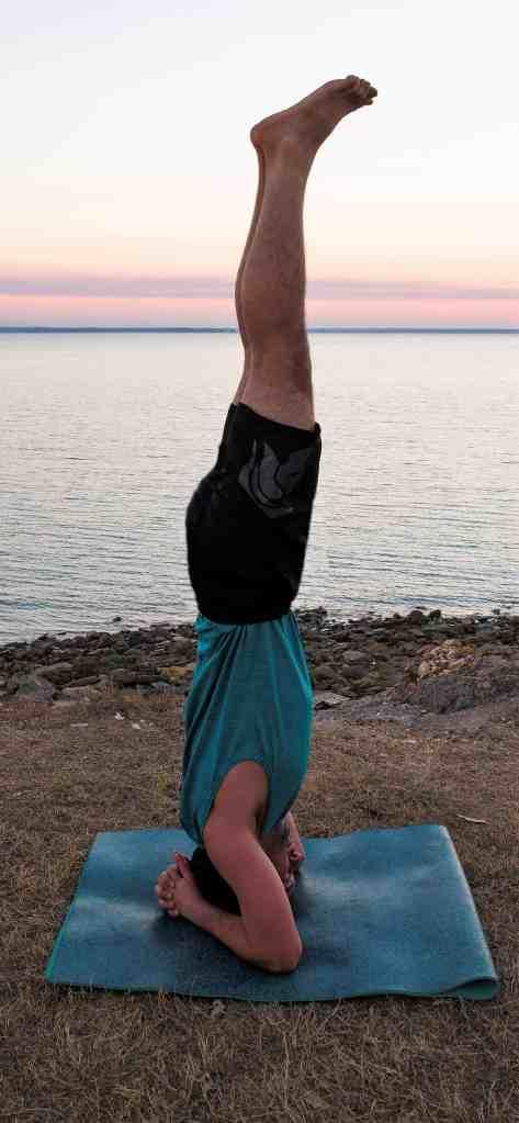 posizione di yoga enrico