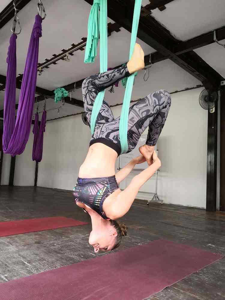 lezioni di aerial yoga