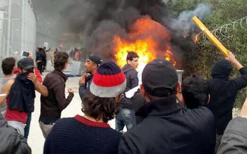 Incendio al campo rifugiati
